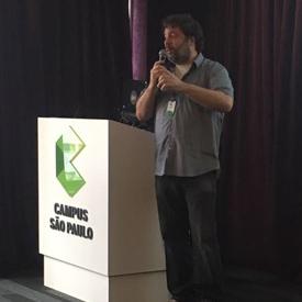 Lino Baroni palestrando no google campus